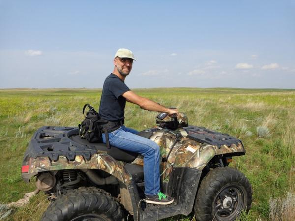 Well, that's one way to get to Sioux Falls....  Photo by Charlie Hoffman, on the prairie northeast of Eureka, South Dakota, 2014.08.19