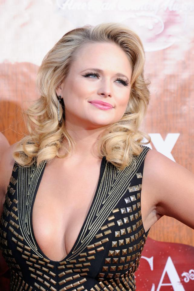 Country star Miranda Lambert gets a MAJORLY punk hair makeover: http://t.co/h3auK0KoVM http://t.co/QtvM06Fybn