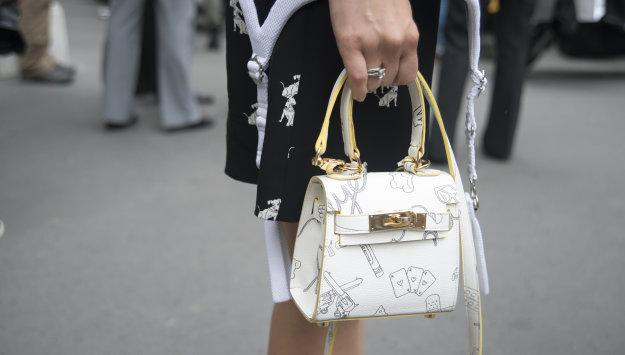 16 mini bags that will give you major style cred: http://t.co/KtoQtrwJgR http://t.co/ZMrE6c1ZBL