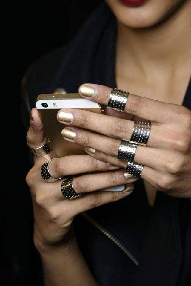 The 7 fashion apps you NEED to own: http://t.co/X4bLd9TBvu http://t.co/JyeCOGgjEo