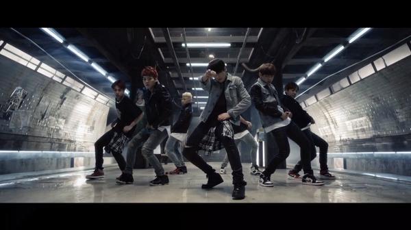 #방탄소년단(@BTS_twt) 정규앨범 타이틀 #Danger MV 공개 'ㅇ'* 어제 쇼케이스에 이어 뮤비 공개까지 무한감동ㅠ_ ㅠ! 선리트윗, 후감상ㄱㄱ^^ MV보기☞http://t.co/Lq3umC3g3H http://t.co/YesbarR1el