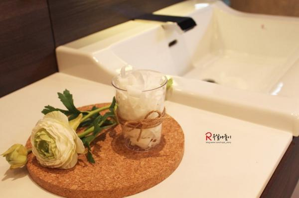 비누로 욕실방향제 만들기! 비누와 감자칼만 있으면 #비누향 솔솔 나는 예쁜 방향제를 만들 수 있답니다:) 방법도 아주 간단하다는데요~ 한번 알아볼까요?  http://t.co/XfH8ZSvFH9 http://t.co/0vbATFLfkK