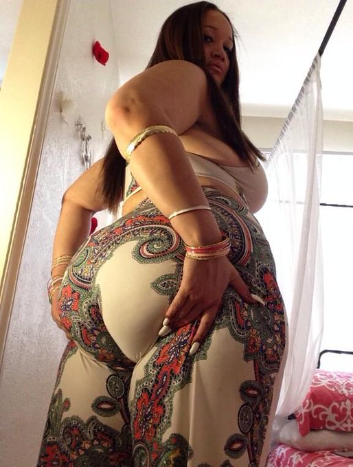 Love this outfit ?? #Back #CAKEFACTORY #bigbooty #cakez http://t.co/eVnmfRqPie