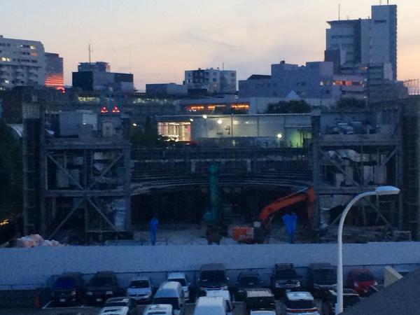 Shibuya-AX解体中 これは2階客席のアーチ http://t.co/chsZ2edFID