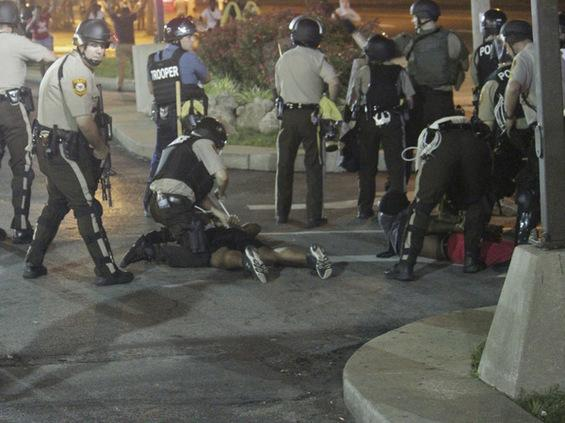 93% of protesters arrested Monday night NOT from #Ferguson: http://t.co/qJFqWyaY8M. 27% not residents of #MO. http://t.co/lN653Pag1u