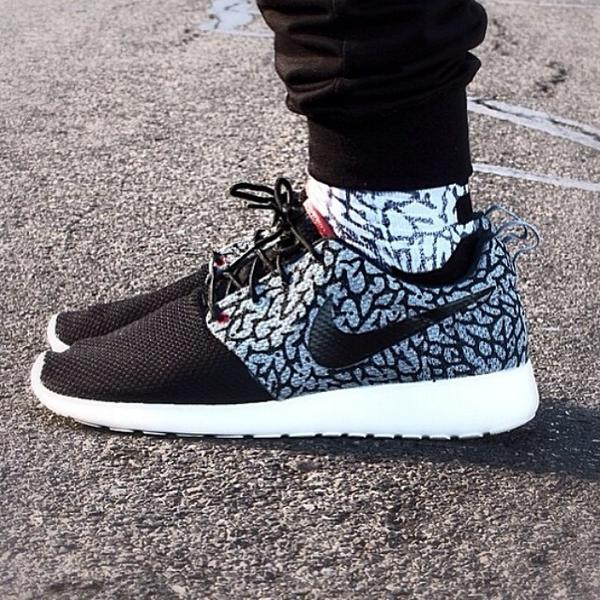 Sneaker Shouts On Twitter Sick On Foot Shot Of These Custom