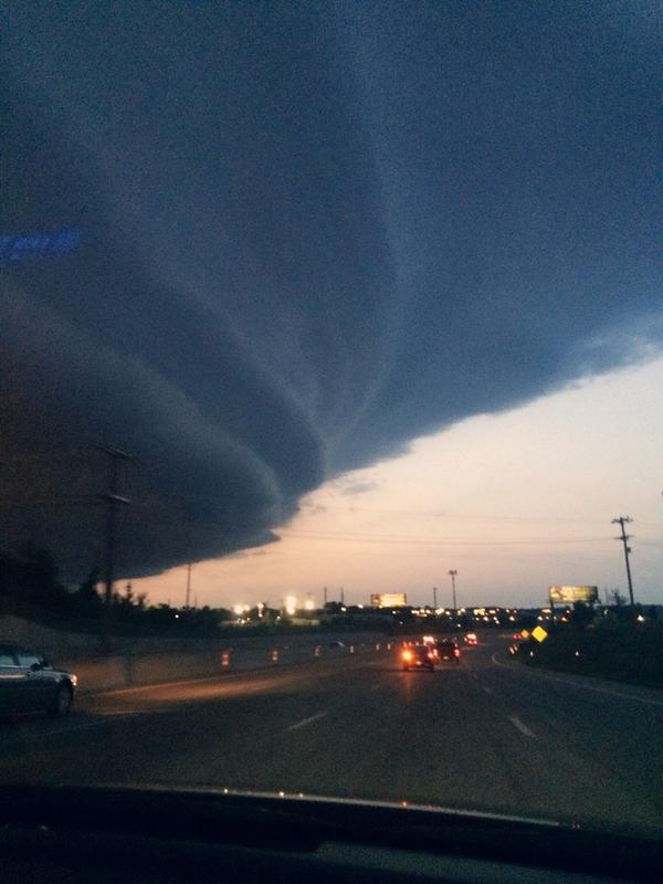 Reporters in #Ferguson MO turning their eyes from the streets to the skies – MT @aterkel: OMG LOOK AT THIS CLOUD http://t.co/tMfa3t90M7