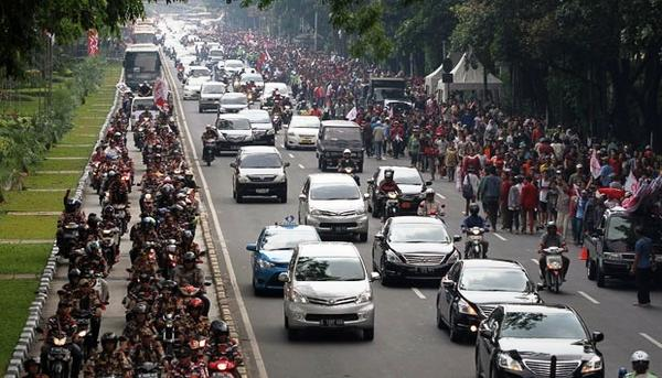 "Signs of inconstitutional intent ""@tempo_english: Supporters of Prabowo Threaten to Attack MK http://t.co/H3xQnoDEFq http://t.co/pJrnupBdxm"""