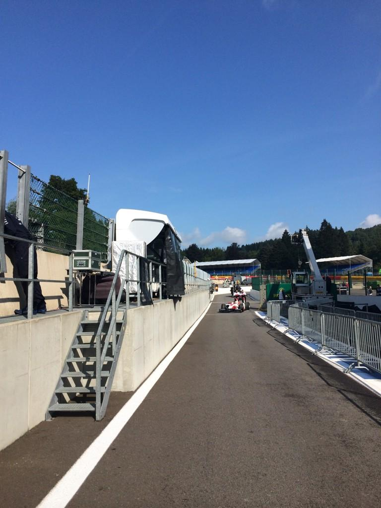 RT @WilliamsRacing: First walk after summer and it's a long one! 7km of Spa-Francorchamps! #BelgianGP #WilliamsTrackWalk http://t.co/bfN7mF…