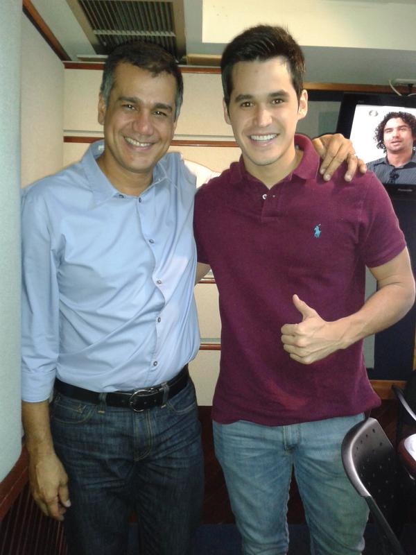 @LionelMusic nos acompañó hoy en el estudio promocionando #MeHaceFaltaQuererte Excelente tema. http://t.co/Hcoe8JTsq1