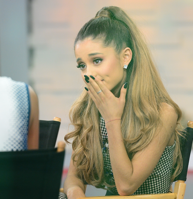 Ariana Grande just broke an UNBELIEVABLE record: http://t.co/1STc8CEL12 http://t.co/KUfZ3mbS4D