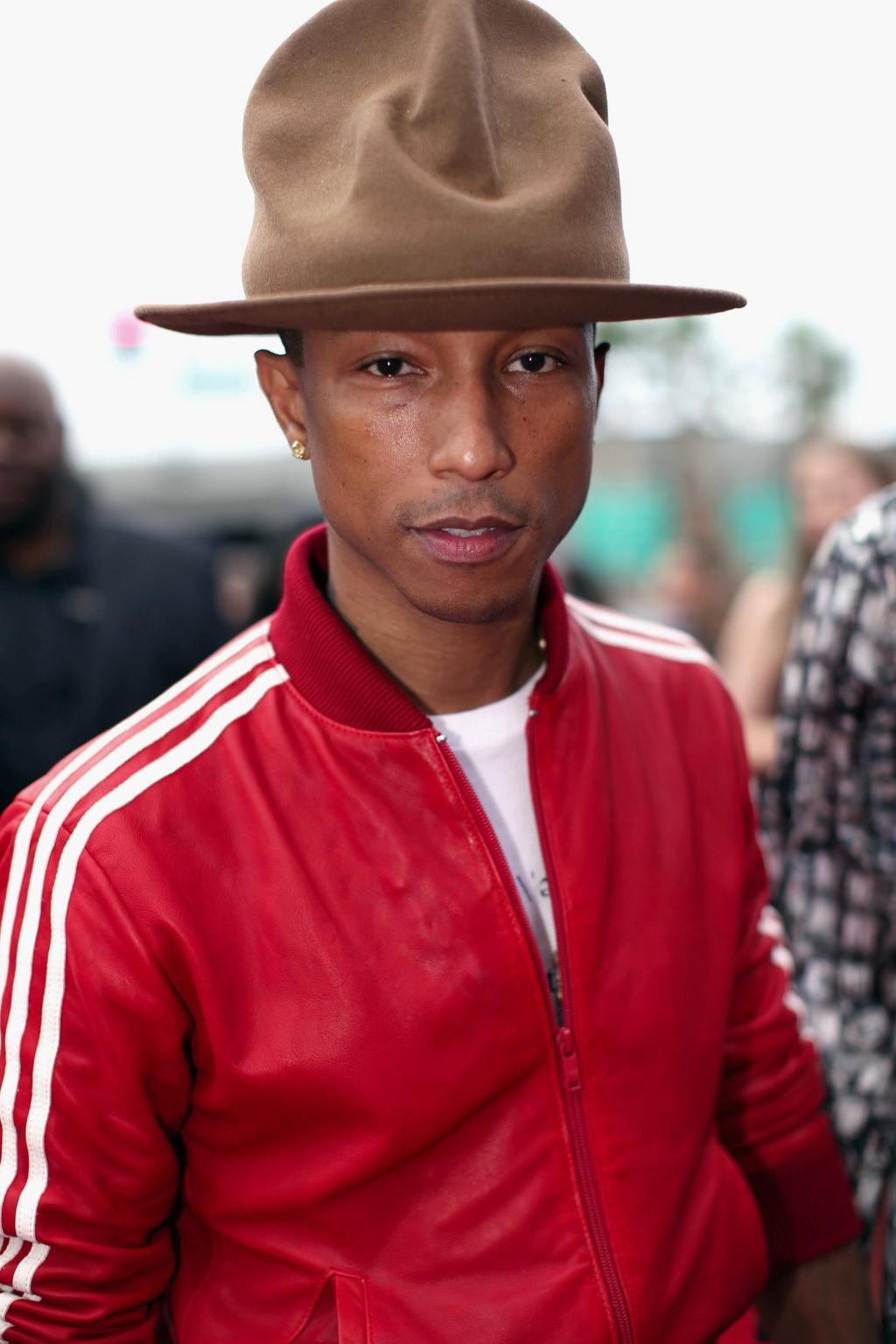 .@Pharrell's hat finally gets the home it deserves: http://t.co/xu0S0CqsZT http://t.co/53C47CaQm9