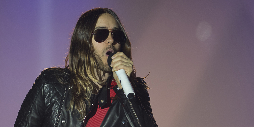 """See @JaredLeto literally get """"manscaped"""" on @FallonTonight: http://t.co/tbInfvSOFf http://t.co/ODuDl17cQi"""