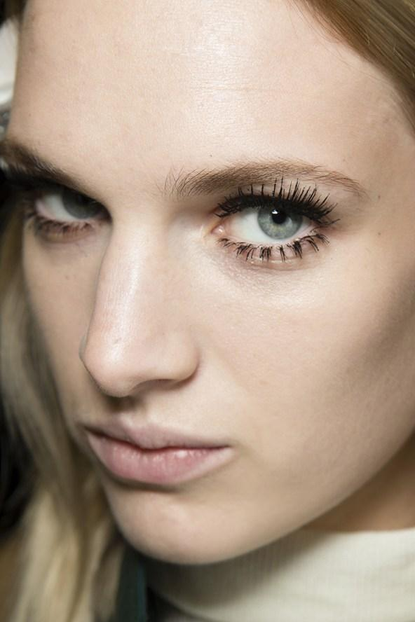 Grab your notebook - this is your new season make-up masterclass: http://t.co/EeVR2Gmg5C http://t.co/Lw0usw1ziT