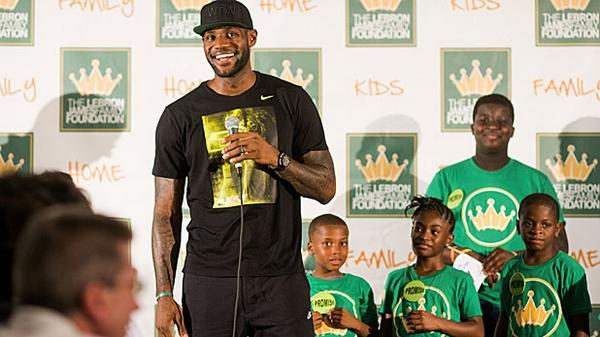 The four-week plan to getting lean like LeBron James: http://t.co/m91iR1oUpJ #NBAFIT @NBA @KingJames http://t.co/MuqI9Z0L5N