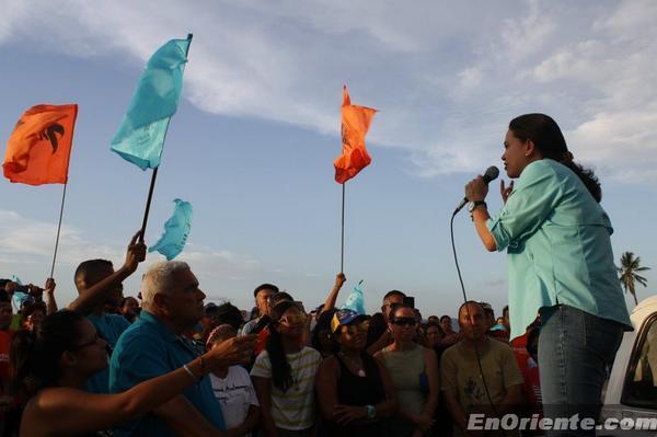 María Corina Machado realizo asamblea en la aldea de Pescadores #PuertolaCruz  http://t.co/cbjSHoCeLc #CongresoCiudadano
