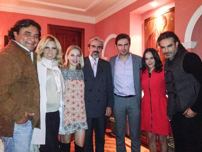 2014-08-27. [ NOTA ]  Bravo por la cena en casa de Edith González Bvmi_TEIMAA8Ope