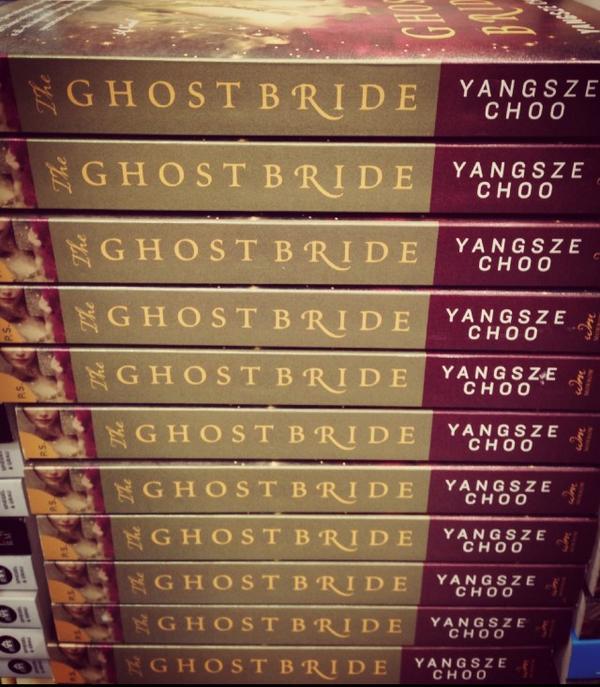 #ispy my lovely + talented friend @yangszechoo's #bestselling book #theghostbride @Costco ^_−☆ @HarperCollins http://t.co/7xpgRsqdaR
