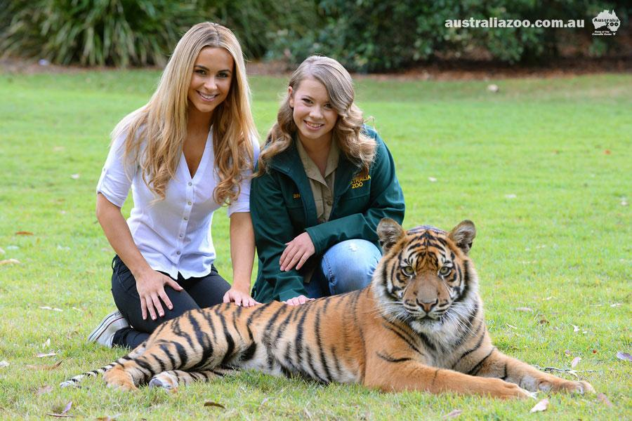 RT @AustraliaZoo: Happy 1st #birthday Hunter and Clarence! @EllieGonsalves stopped by to wish the cubs an early happy birthday recently htt…