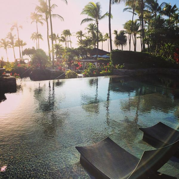 Aloha from the @MontageHotels in Kapalua Bay, Maui! Gorgeous here!! Especially the adults only pool :) http://t.co/MIyH243udo