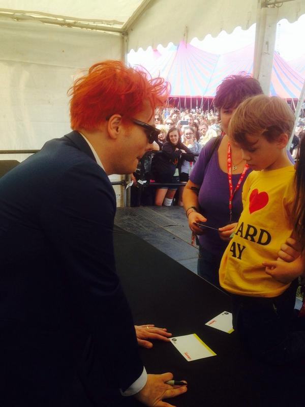 Is this the youngest @gerardway fan at Reading today? #RandL14 http://t.co/PdFyor8iPX