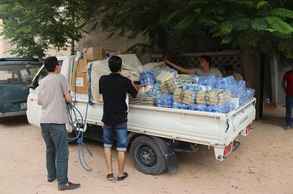 The youth who collected money & went to displaced citizens and gave them water and essentials #lyeverydayhero #libya http://t.co/sT0Ckg0b4g