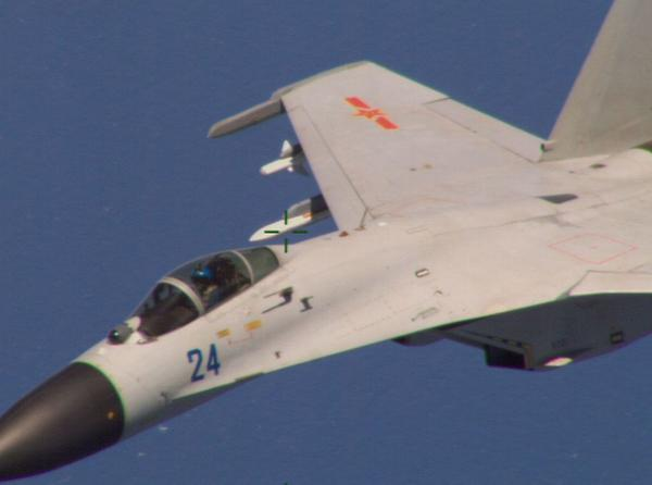 """@BloombergNews: Chinese fighter jet barrel-rolls over U.S. Navy spy plane: http://t.co/InQAqP1GfL http://t.co/RgpNBW0Yoq"" whoa whoa"