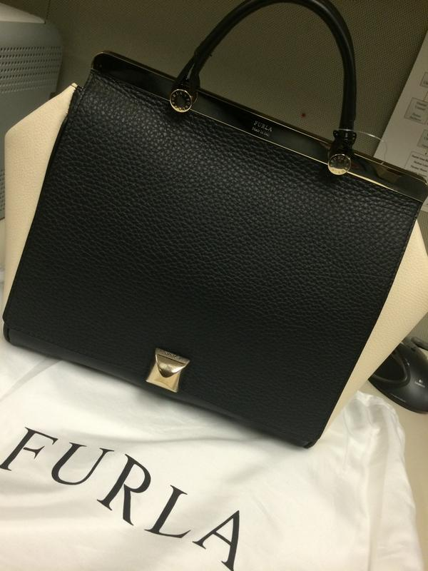 Nasty Woman Kiki On Twitter Look At This Beauty Alicia Florrick Style Thegoodwife Furla T Co Azqvmto6f6