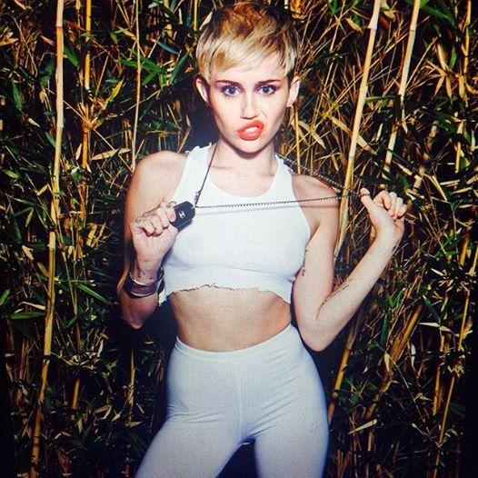 RT The Dominican Republic says 'no bueno' to #MileyCyrus! Cancels her concert because... http://t.co/T3xbfiRYVh http://t.co/bBUOzPmic9