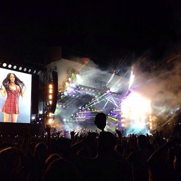 The Monster Tour: Rihanna & Eminem - Página 6 BvtYRGKCcAAuq6w