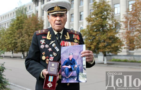 Славянск: разрушенные здания, национальная символика и патрули украинской армии - Цензор.НЕТ 5821