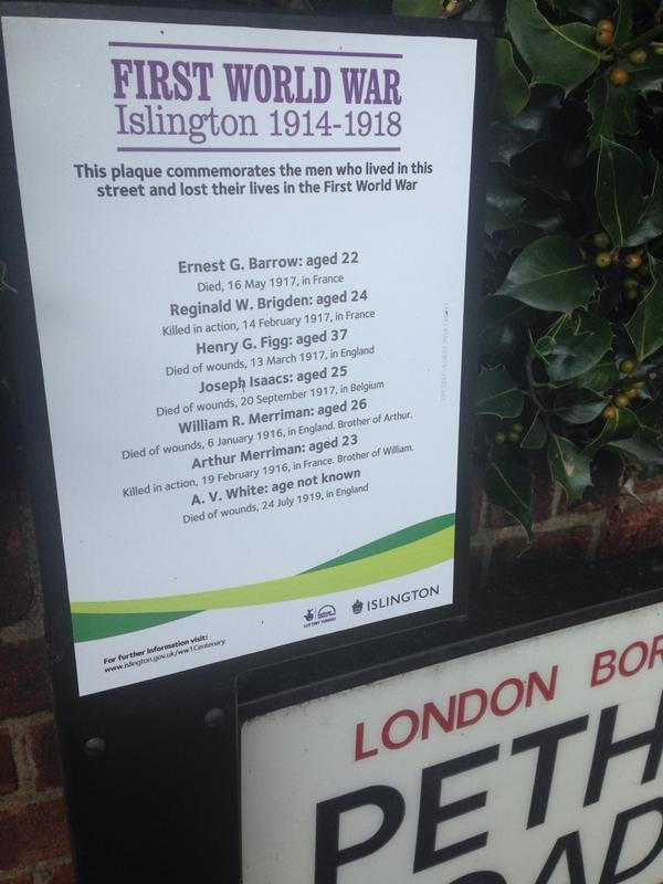 What a brilliant idea by Islington council. Next to street sign, list of soldiers killed in WWI who lived in street http://t.co/x9Gcxduqma
