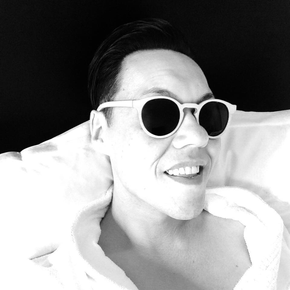 New shades... ❤️ them http://t.co/tyX3WxeZ21