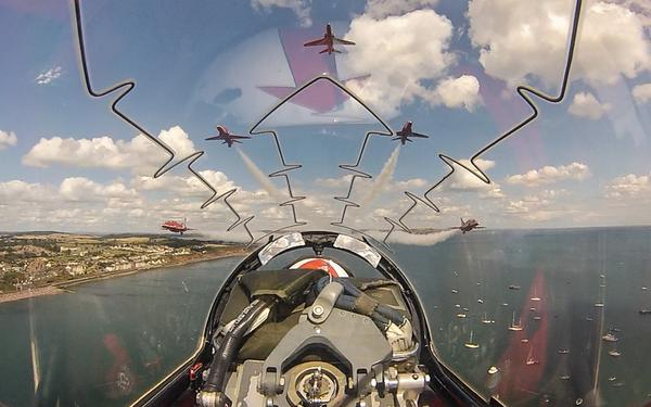 Who has time to take a picture!!? Fantastic!! Watching again on Wednesday at Torquay @RAFRed8 http://t.co/cMosdBOYK3 @RedArrows