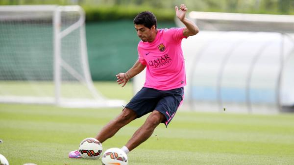 Luis Suárez, this morning at the Ciutat Esportiva  #fcbarcelona #suarez http://t.co/kLYTf1xzhy