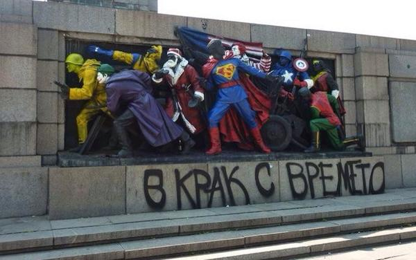 Russians order Bulgarians to stop painting heroic monuments as superheroes. Note Santa too. http://t.co/PskZzRddKJ