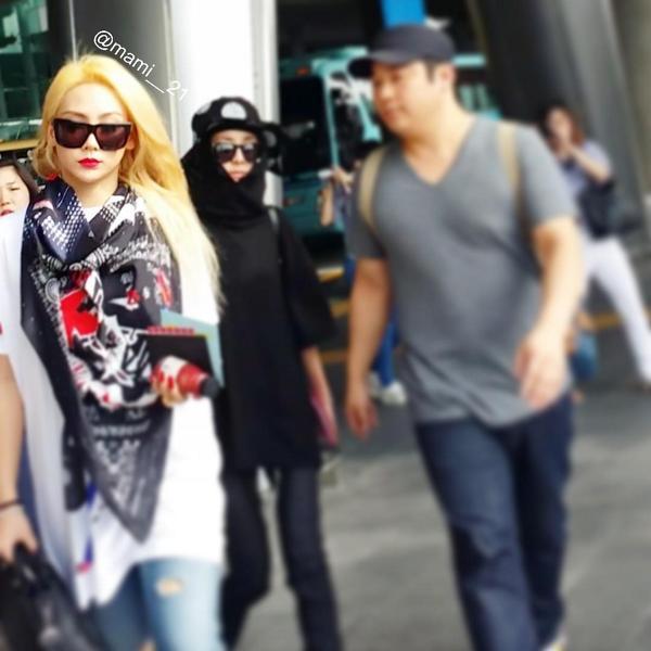 140824 incheon airport #2NE1 예뻐요♡ #CL http://t.co/FipKZ17qhJ