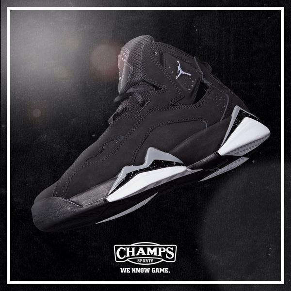 "8a43e2183c36c5 Lmao "" champssports  Own the court in the Air Jordan True Flight.  pic.twitter.com SwGmj3z7XH"""