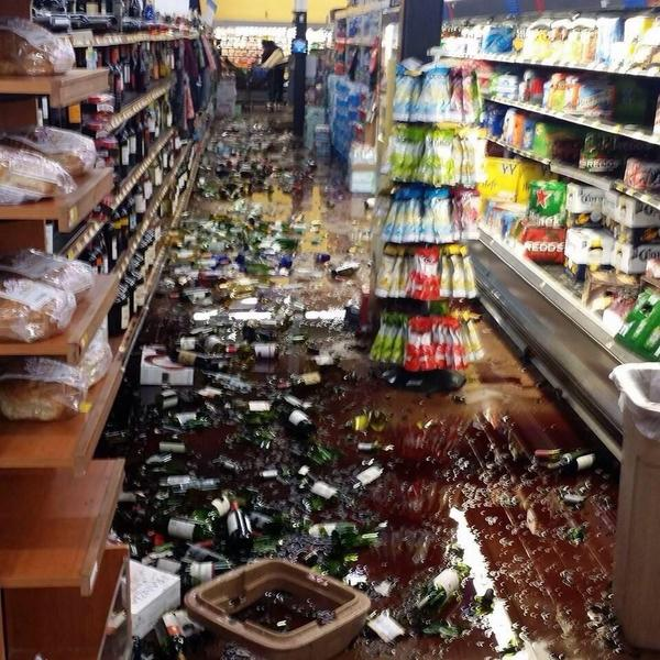 Walmart trashed in American Canyon. #earthquake http://t.co/Y4Fd6BUfCQ