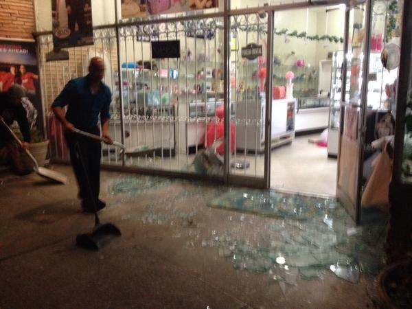 Cleanup at Alexis Jewelry on Tennessee St in Vallejo. Many shops damaged, pwr out. #sfquake http://t.co/jPdVgjlU4x