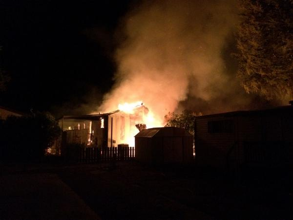 Fire in Napa at a mobile home park. Water main break and firefighters without water. At least two homes destroyed. http://t.co/HEJ51eLpyt