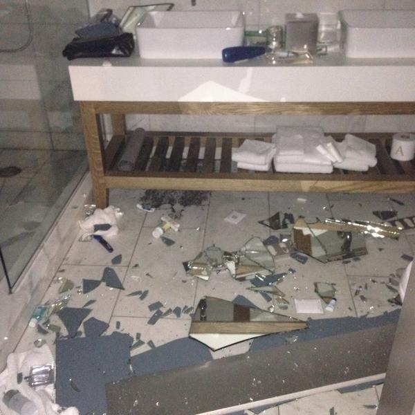 What a wake up call, scariest thing of my life,glad we r ok! PQP q susto o terremoto aqui na California http://t.co/JRx9f1d123
