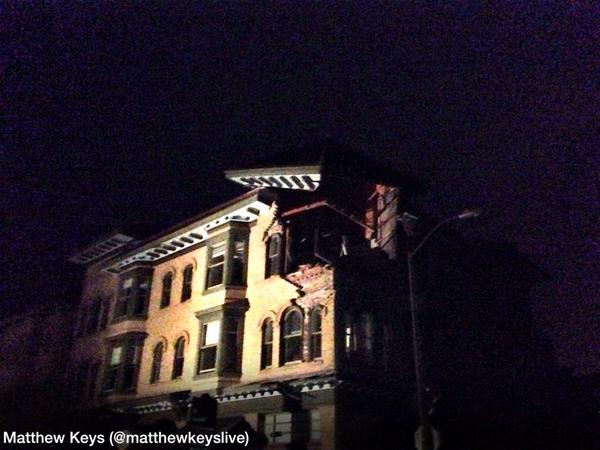 Corner of a building is heavily damaged in Downtown Napa. #AmericanCanyonQuake http://t.co/aMhAEzFRUO