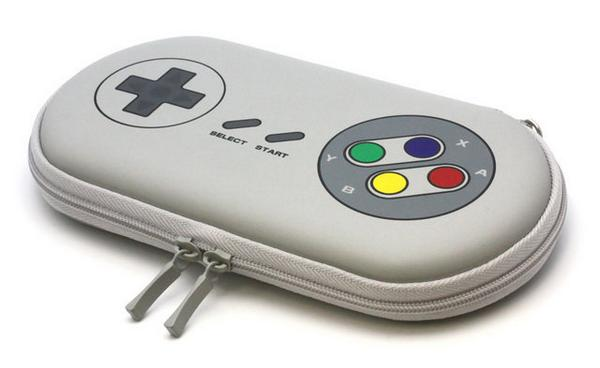 一世を風靡した「あの」レトロコントローラを彷彿とさせる、PS Vita用ポーチが登場 ift.tt/Wrn4de pic.twitter.com/QBtDIhNBE6