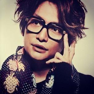 メガネをかける香取慎吾