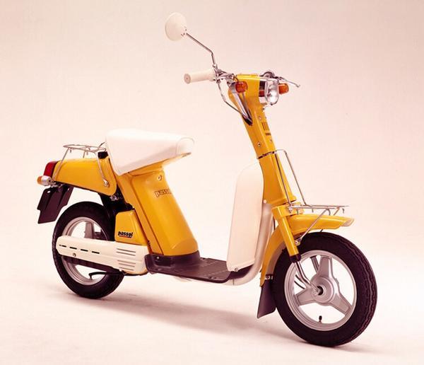 """尾崎豊の「15の夜」に出てきた""""盗んだバイク""""の車種がYAMAHAパッソルだったことが判明というツイートを昼に投稿してからショックを引きずってます。http://t.co/1CHtoXWG7a"""