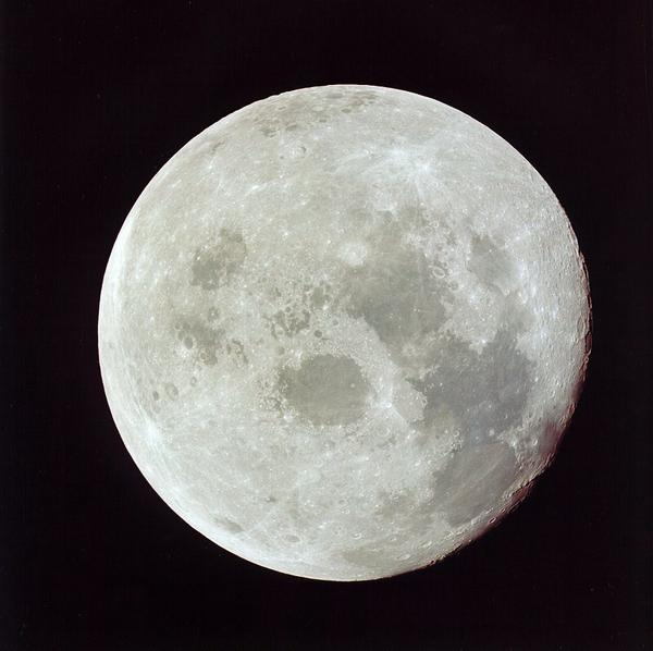 暮云收尽溢清寒,银汉无声转玉盘。 此生此夜不长好,明月明年何处看。 宋•苏轼•《阳关曲-中秋月》。值此中秋佳节,美国驻华使团祝大家节日快乐!(图片:NASA) http://t.co/tzHtYLmB3z