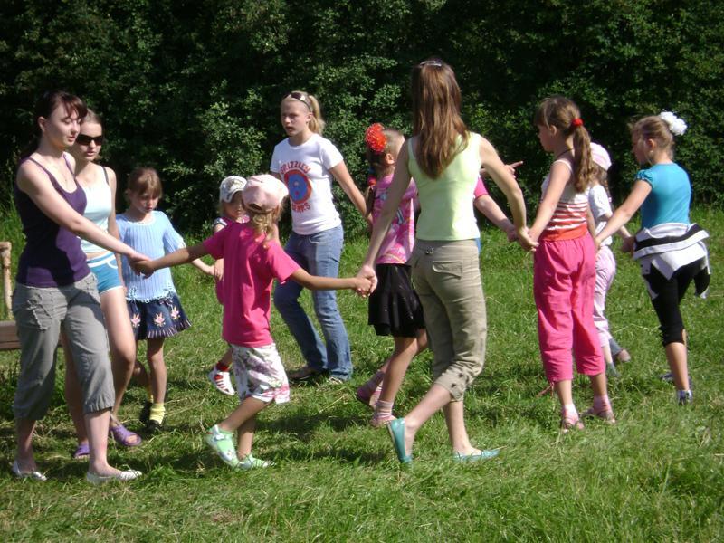 ранних стадиях подвижные игры вместе с детьми фото любом