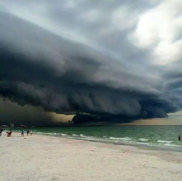 "Epic! RT@PPDMattVeasey: ""@BlueAlertUs: St. Pete Beach, FL. It's a Shelf Cloud. Pretty wild picture @FLSheriffs @FLTDF http://t.co/20A0HsHHUE"