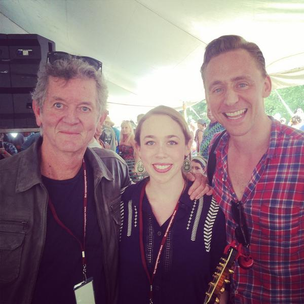 Did a workshop with @RodneyJCrowell yesterday at Wheatland Music Fest & look who joined us for a tune! @twhiddleston http://t.co/DSVSPCB7ju